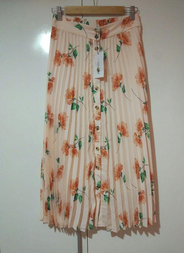 Falda plisada flores Stradivarius