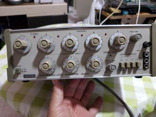 Generador sinusoidal Anritsu MG442A Synthesized