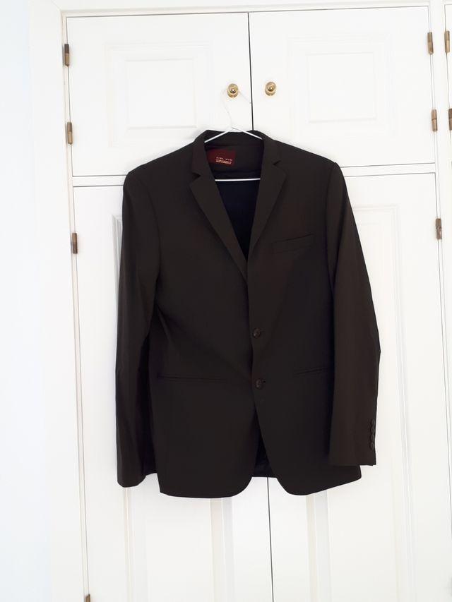 Traje Zara (Chaqueta y pantalón ) marrón oscuro