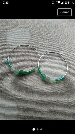 pendientes con bolas verdes