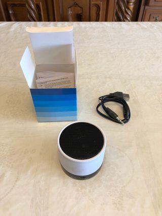 Altavoz bluetooth a estrenar + cable + caja