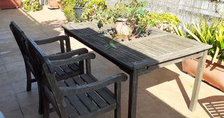 Mesa, 2 butacas, banco y tumbona de teka.