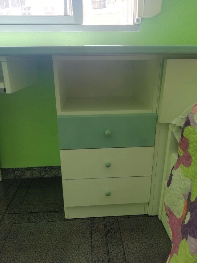 Dormitorio infantil (Cama y escritorio)