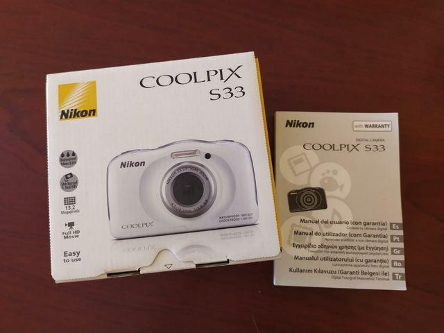 Cámara acuática resistente Nikon S33