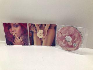 CD de Rihanna LOUD, DELUXE EDITION