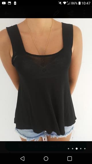 Evasé black new top
