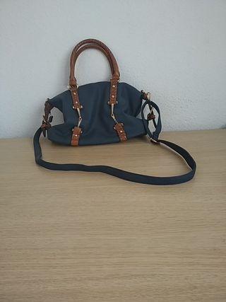Bolso azul y marrón