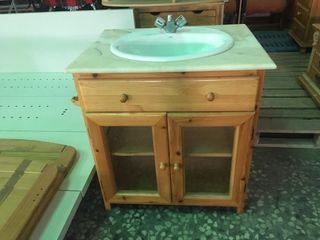 Mueble lavabo madera.