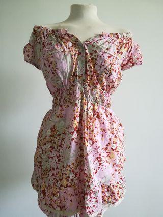 vestido súper bonito, de estilo hippie