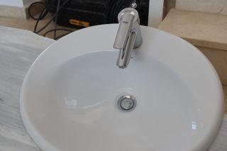 lavabo con grifo GROHE