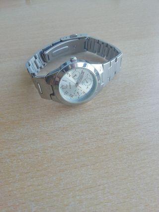 Reloj Casio calendario completo