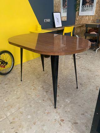 Mesa de formica.