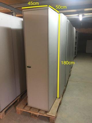 Alta estanteria con puerta, Ref: 030904