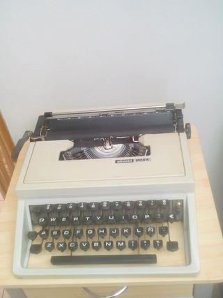 maquina de escribir OLIVETTI DORA