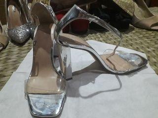 Sandalias plateado y transparente