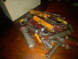 8 cajitas de componentes electrónicos