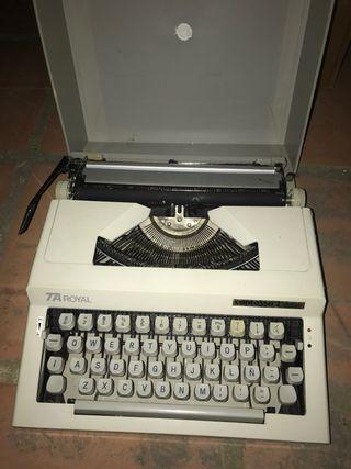 Maquina de escribir Contessa con funda