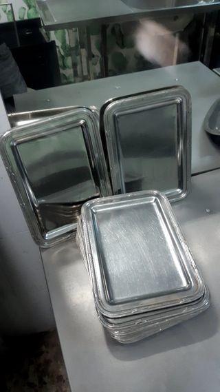 13 bandejas pequeñas de acero inox