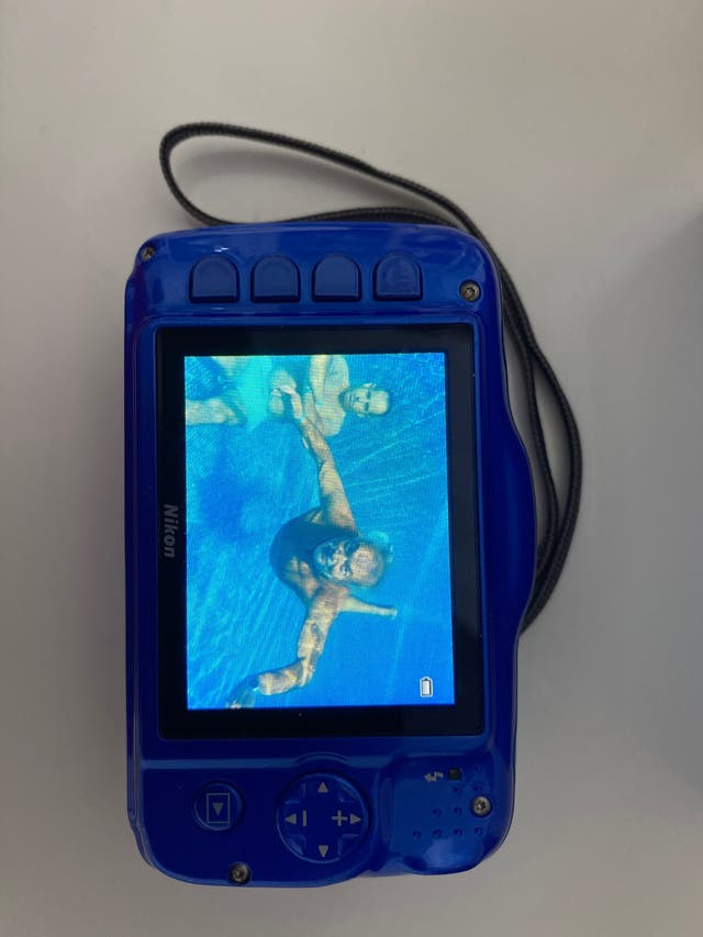 Camara sub acuática Nikon