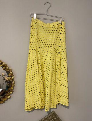 Falda midi amarilla con topos Zara