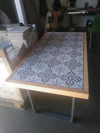 mesa de azulejos 1'2*0'6 metros