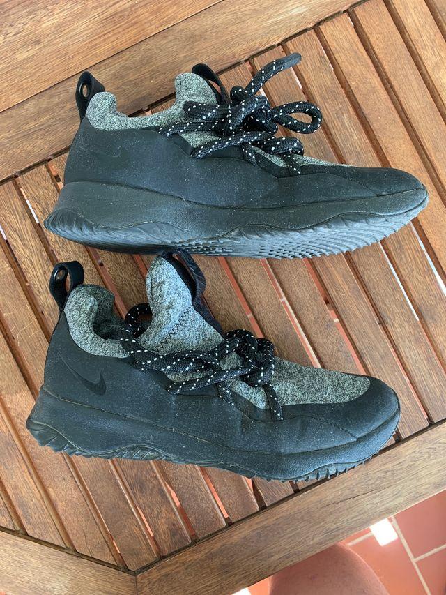 Zapatillas Nike, con cordones muy gordos, talla 40