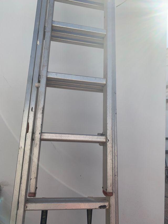 Escalera telescópica de aluminio tres tramos