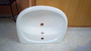 lavabo suspendido en la pared