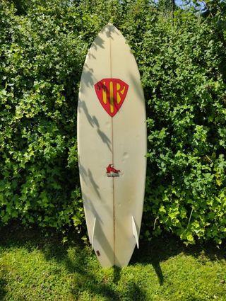 tabla surf Mark Richards 6,2 twin fin retro