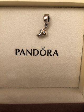 Charm Botita bebé niño Pandora
