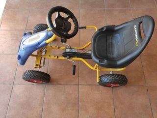 coche pedales