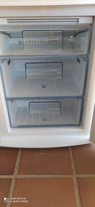 combi frigorífico AEG en perfecto estado