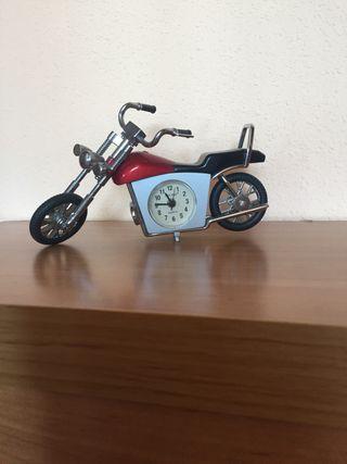 Moto/reloj decorativa