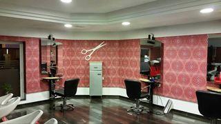 Cuatro sillas de peluquería