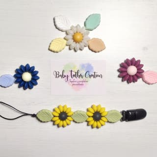 Chupetero de flor, colores a elegir, hecho a mano.