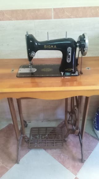 Máquina antigua de coser Sigma.