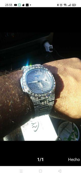 Reloj con diamantes sinteticos