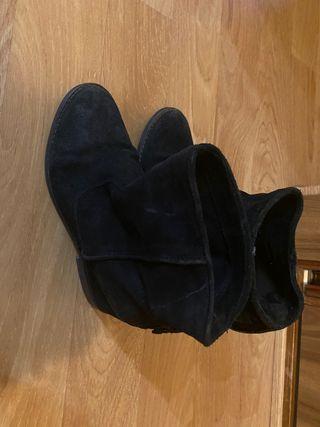 Botín negro de piel de ante