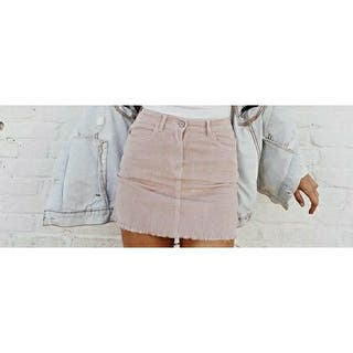 Mini falda de pana rosa de Brandy Melville