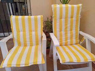 Lote de cojines para sillas y butacas de jardín.