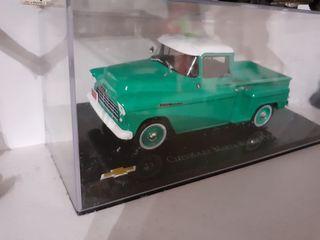 Furgoneta americana Chevrolet a escala