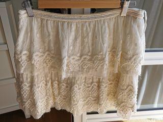 Falda capas encaje