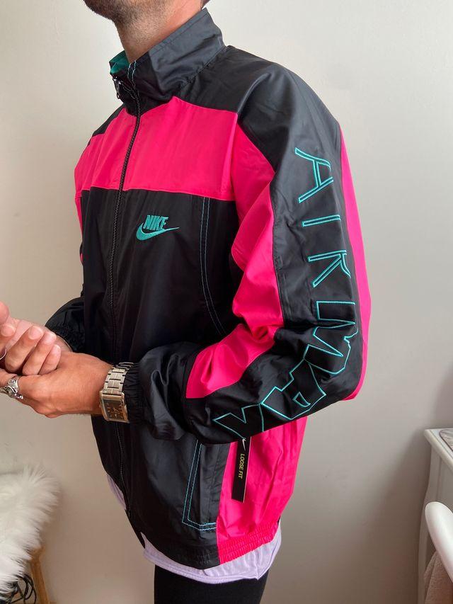diseñador deletrear en frente de  Chaqueta Nike x atmos de segunda mano por 105 € en Puçol en WALLAPOP