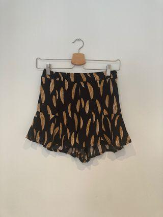 Shorts con volantes negro Forever21 talla S