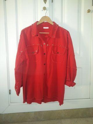 chaqueta tachuelas roja