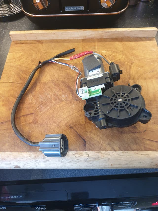 Ford Focus Convertible 2008 window motor