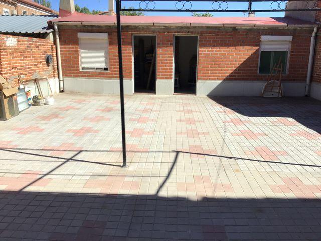 Casa adosada con amplio patio y jardín (Medina del Campo, Valladolid)