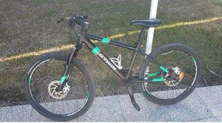 Bicicleta de montaña. BTWIN ROCKRIDER 700.
