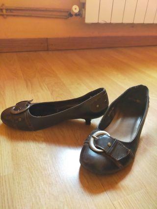 zapatos planos marrones
