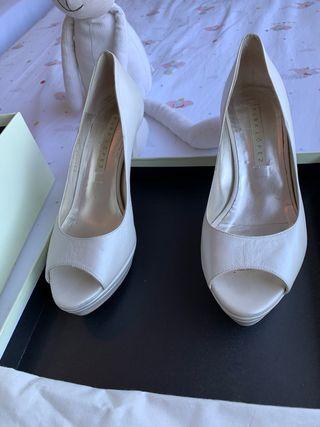 Zapato de Novia de Pura López